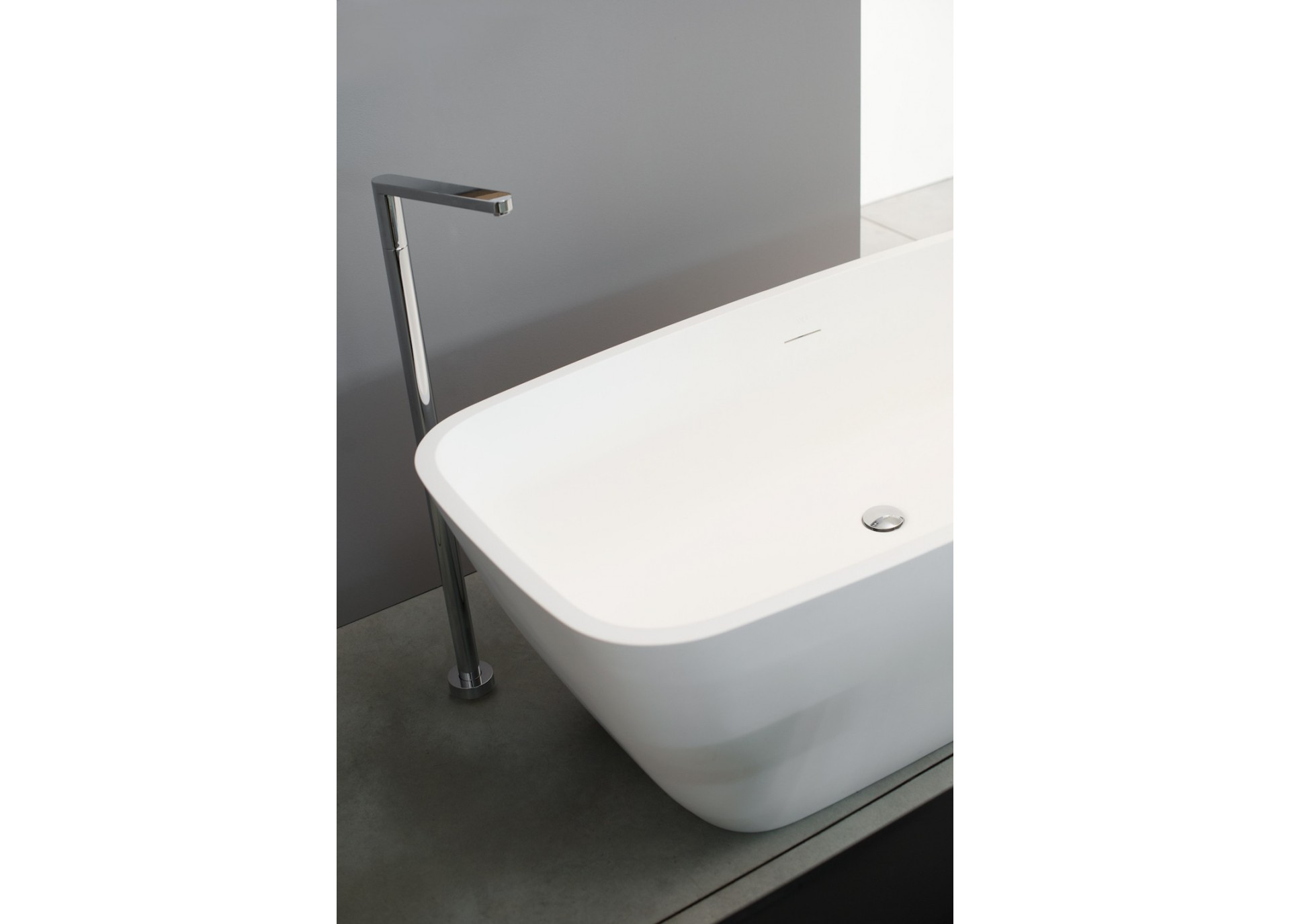 Baignoire lot en solid surface april by ex t for Fabricant baignoire